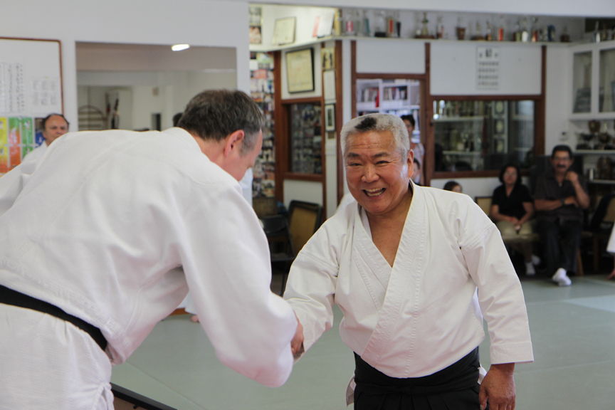 Kimeda Sensei smiles as he and Hans shake hands.